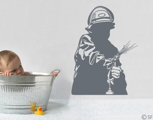 Wandtattoo Feuerwehr-Mann. Wasser marsch um die Flammen zu ersticken ...